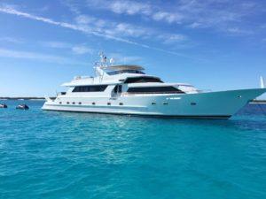 yacht charter on bahamas